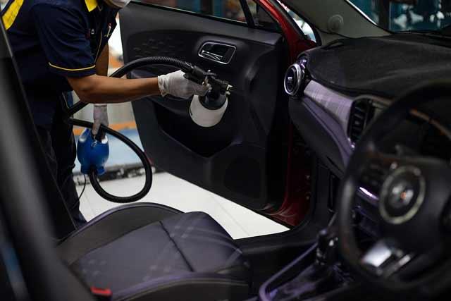 Vacuum smelly car Interior